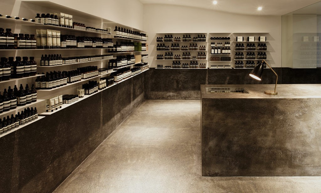Aesop台北忠孝店,以台灣早期磨石子為材料,回應在地環境、文化。圖片來源:Aesop