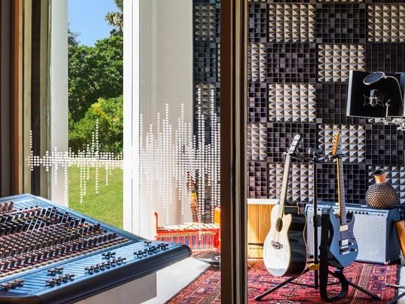 唱片行都倒光了,為何旅館做音樂策展,甚至設置專業錄音室?